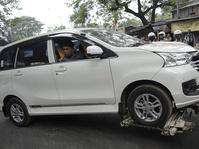 Penertiban Mobil yang Parkir di Bawah Jembatan Layang