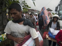 Logistik Pengungsi Gunung Agung di Buleleng Menipis
