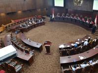 Pro-Kontra Hubungan Seks Luar Nikah di Mahkamah Konstitusi dan DPR