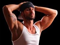 Pria Bugil dalam Iklan: Memanjakan Mata atau Menjijikkan?