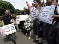 Aksi Mengkritik Tiga Tahun Jokowi-JK