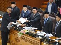 Fadli Zon Sebut Pimpinan DPR akan Kaji Usulan Revisi UU Ormas