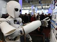 Pajak Robot: Jawaban Tenaga (Produksi) Manusia Diganti Otomatisasi?