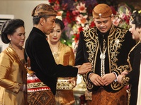 Pernikahan Kahiyang-Bobby: 8.000 Tamu Undangan yang Menuai Komentar