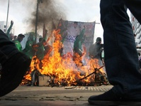 Peserta Aksi Buruh Belum Pulang, Barakuda & Water Canon Disiagakan