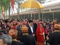 Presiden Jokowi Pakai Teluk Belanga di Acara Ngunduh Mantu