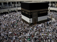 Sabica Khan Bercerita Soal Pelecehan Seksual Selama Haji