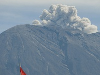 Luhut: Bencana Gunung Agung Bisa Jadi Objek Wisata Akhir Tahun
