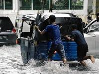 Banjir Jakarta: Jalan Raya Cakung Cilincing Tak Dapat Dilintasi