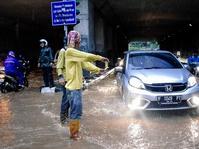 BMKG: Jakarta Hujan Sedang-Lebat Hingga Petang