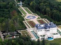 Namaku Mohammed Salman, Rumah Istana, Harta Melimpah