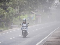 Data Aktivitas Vulkanik Gunung Agung Saat Radius Bahaya Diturunkan