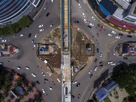 Konstruksi LRT di Jakarta Timur Roboh, 5 Orang Terluka