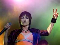 Cara Dolores O'Riordan Suarakan Isu Kemanusiaan Melalui Lagu Zombie