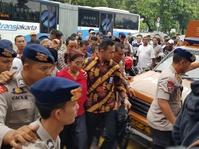 Susi Pudjiastuti Ditimpuk Demonstran Sebelum Umumkan Nasib Cantrang