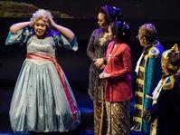 Sentilan Politik dalam Dialog Teater di Peringatan Harlah Megawati