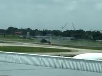 Pesawat Korsel Terbakar Usai Tergelincir di Bandara Singapura
