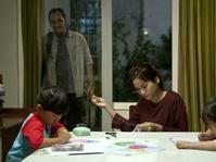Daur Ulang Klise Perempuan Pekerja dalam Bunda: Kisah Cinta 2 Kodi