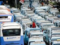 Sopir Angkot Tolak Bus Transjkarta di Jalur Kalimalang-Karet