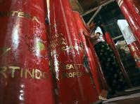 Geliat Produksi Lilin Merah Jelang Imlek