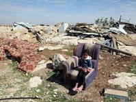 Keluarga Palestina di Antara Tembok Israel dan Permukiman Yahudi