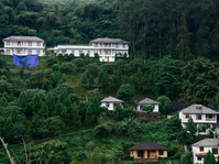 Regulasi Bertubrukan, Menjamurlah Vila dan Resort di Hulu Ciliwung