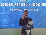 Jokowi Tertawa Saat Tanggapi Prediksi Prabowo Indonesia Bubar 2030