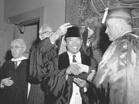 Puluhan Doktor Honoris Causa untuk Sukarno