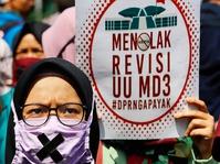 Memercik Muka Sendiri: Jokowi Gagal Bikin Citra Bersih dari UU MD3