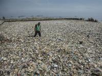 Pencemaran dan Sampah Kali Adem yang Kian Parah Akibat Reklamasi