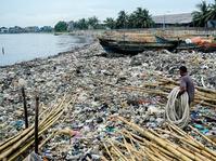 Hamparan Sampah Di Pesisir Cilincing