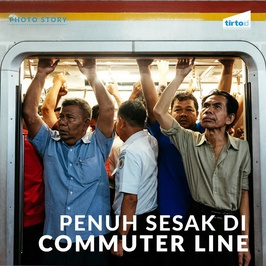 Penuh Sesak Di Commuter Line