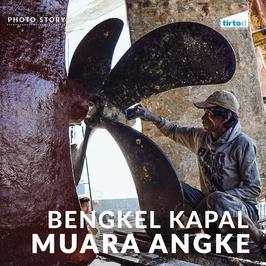 Melihat Aktivitas Pekerja Bengkel Kapal di Muara Angke