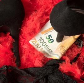 Financial Domination: Senang Diporoti adalah Kenikmatan Seksual