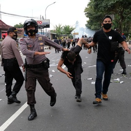Wajar Saja Kita Tidak Percaya Polisi Indonesia