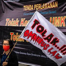 Omnibus Law Cipta Kerja Merugikan Buruh Memanjakan Oligarki