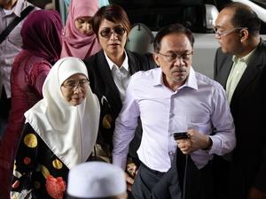 Anwar Ibrahim Pemimpin Oposisi Malaysia Bebas dari Penjara 8 Juni