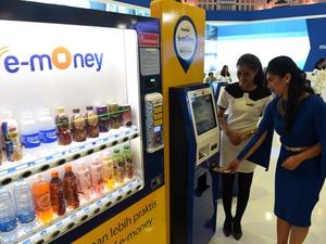 YLKI Imbau BI Transparan Terkait Biaya Isi Ulang e-Money