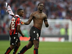 Balotelli Perpanjang Kontrak Setahun di Nice