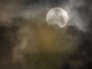 Gubernur AniesAjak Siswa Sekolah Pelajari Fenomena Gerhana Bulan