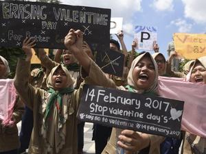 Irwandi Yusuf: Hari Valentine Tidak Sesuai Syariat Islam di Aceh