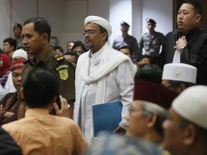 Rizieq Shihab Batal Pulang ke Indonesia