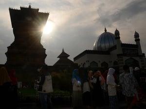 "Tan Go Wat: Datang Dari Cina, Lalu ""Mengislamkan"" Jawa"