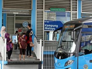 Demo Angkot M-44: Transjakarta Bikin Pendapatan Sopir Berkurang