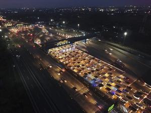 Lalu Lintas Tol Cikarang Utama Mulai Padat Jelang Tahun Baru 2018