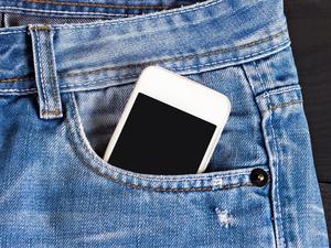 Di Balik Simpang Siur Bahaya Radiasi Ponsel