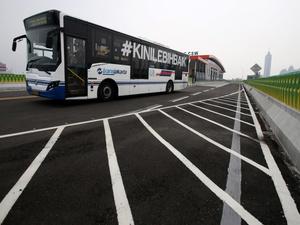 Sandiaga: Dewi Perssik Bisa Jadi Duta Tertib (Jalur) Busway