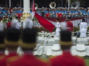 Ruth Cheline dan Tim Merah Jadi Penurun Bendera Merah Putih