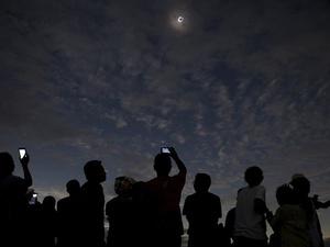 Suka Cita Rakyat AS Saksikan Gerhana Matahari Total