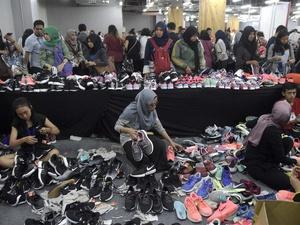 Memburu Diskon Sepatu Nike
